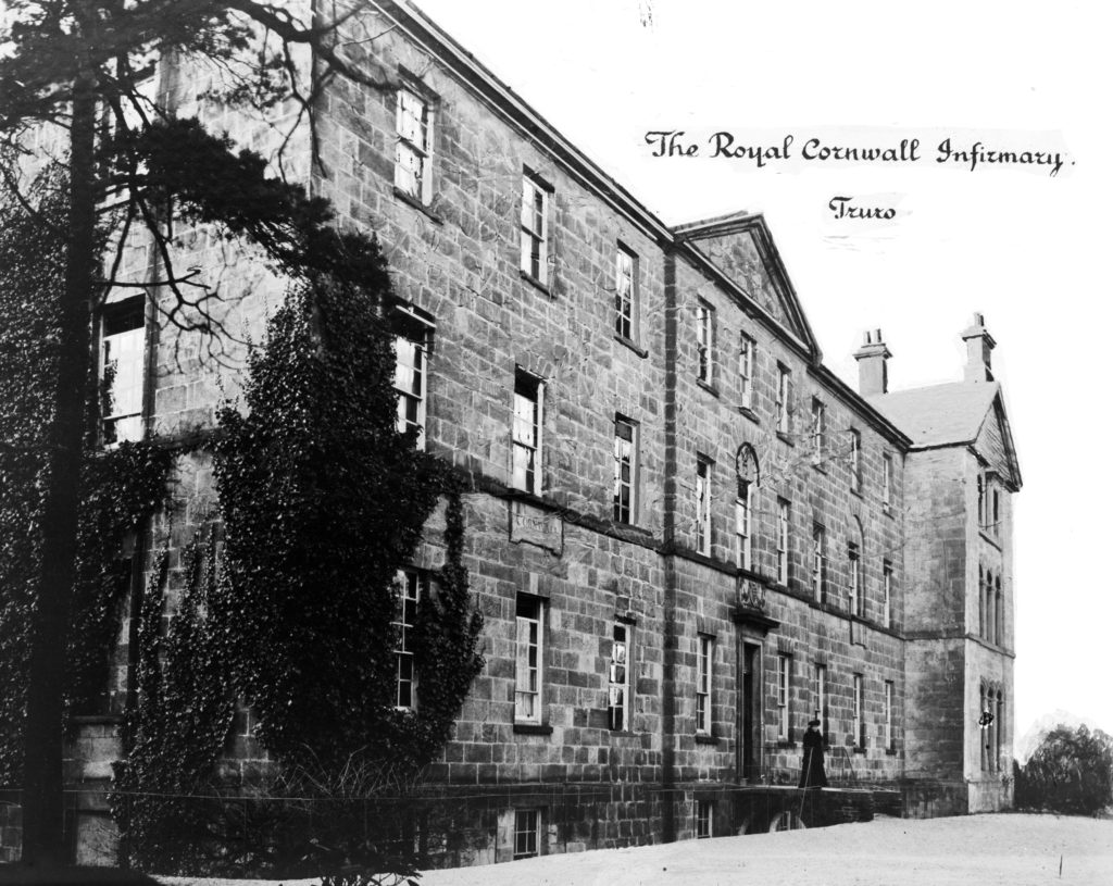 Main facade of the Royal Cornwall Infirmary in 1917, during the First World War. Photographer possibly Arthur Philip. © From the collection of the RIC.